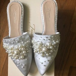 Imagine by once Camuto Women's Casele Ivory Mules
